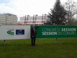 Schumacher vor dem Gebäude des Europarates