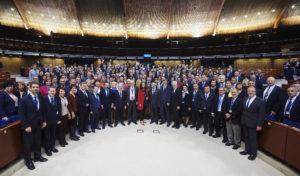 Gruppenbild der Mitglieder des Kongresses der Gemeinden und Regionen im Europarat - Copyright: © Council of Europe - Fotografin Candice Imbert