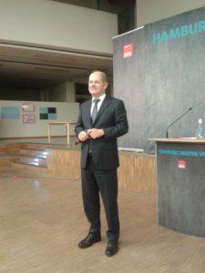 Olaf Scholz stellt sich den Fragen der Bürgerinnen und Bürger in Neugraben